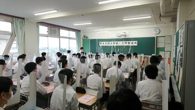 放送による入学式の様子