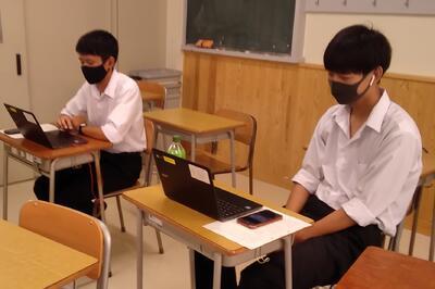 講習会で情報交換する部員